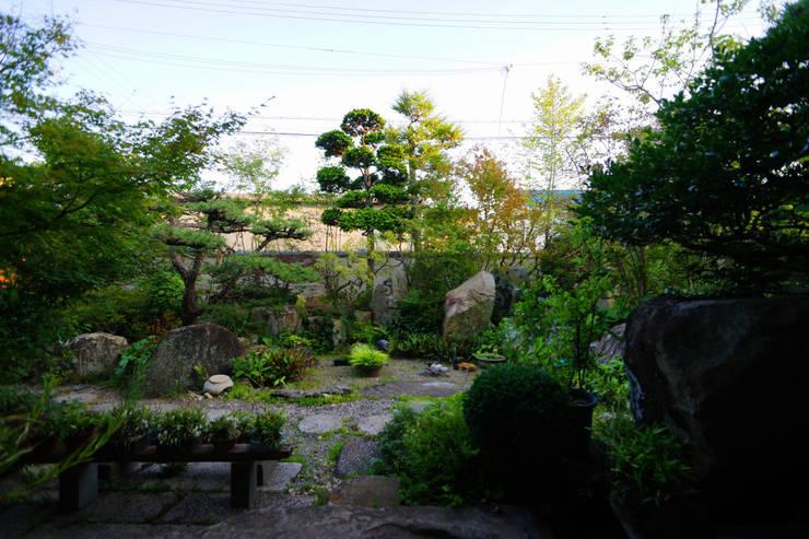 Jardines de estilo  por にわいろSTYLE