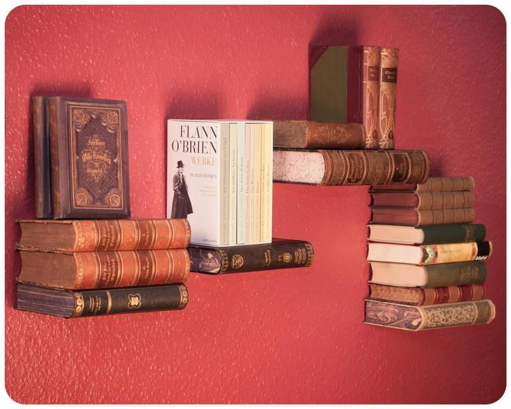 """""""Unsichtbares"""" Bücherregal:  Wohnzimmer von Schnipselmanufaktur"""