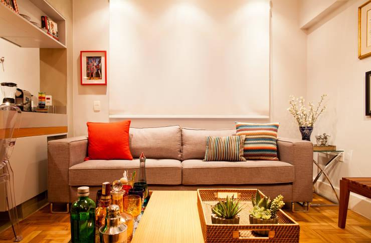 Apartamento Alameda Jaú: Salas de estar  por studio scatena arquitetura