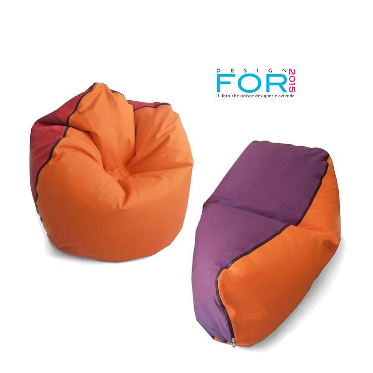 Geometrie in movimento - pouf/armchair CONKA - chaise longue LIMBA: Soggiorno in stile  di design Inmovimento ,