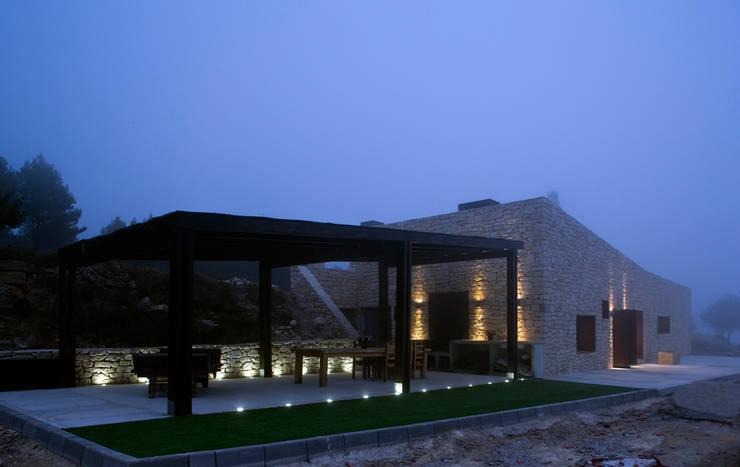 Porche anexo: Casas de estilo rural de Tomás Amat Estudio de Arquitectura