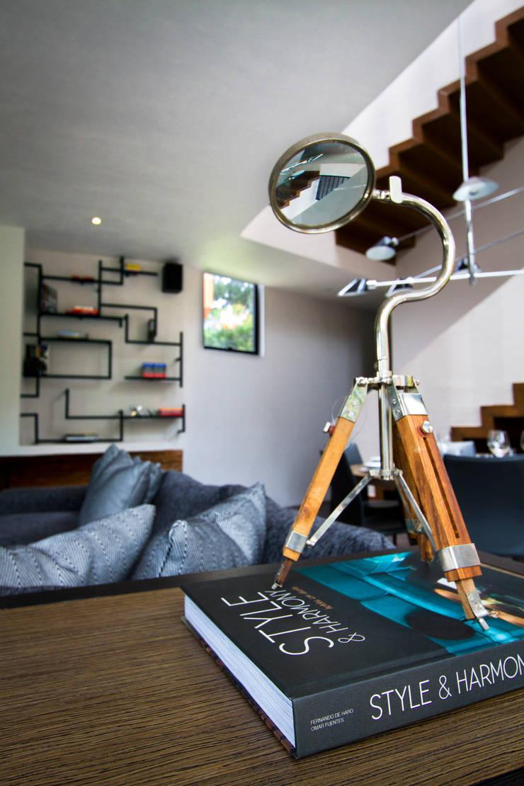 Casa Avandaro: Salas de estilo  por Concepto Taller de Arquitectura
