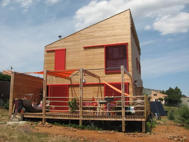 façade ouest: Maisons de style  par casa architectes