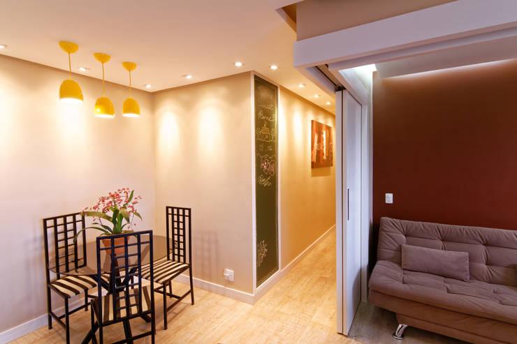 Apartamento Parque Butantã – 50m²: Salas de jantar  por Raphael Civille Arquitetura