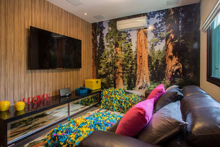 Salas multimedia de estilo  por Marcos Contrera Arquitetura & Interiores