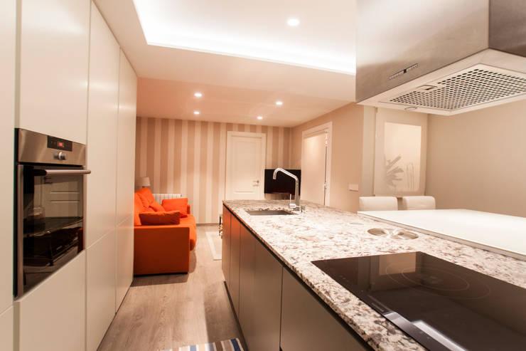 Decoración elegante para mi casa en Valencia: Cocinas de estilo  de Estatiba construcción