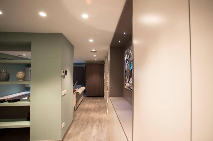 Decoración elegante para mi casa en Valencia: Pasillos y vestíbulos de estilo  de Estatiba construcción