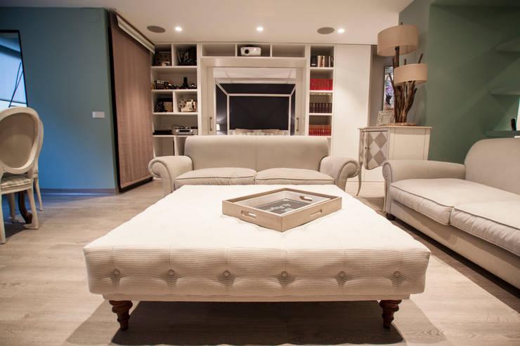 Decoración elegante para mi casa en Valencia: Salones de estilo  de Estatiba construcción
