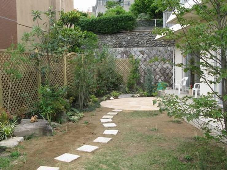 エリアを限定しリフォーム: アーテック・にしかわ/アーテック一級建築士事務所が手掛けた庭です。