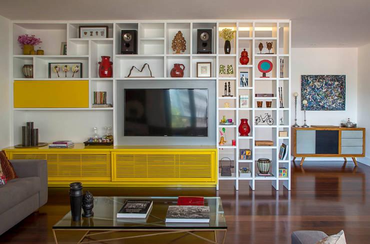 Woonkamer door Raquel Junqueira Arquitetura
