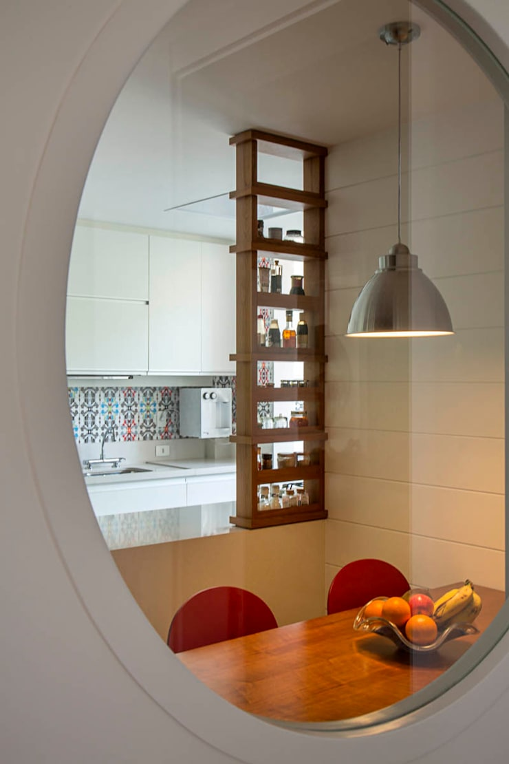 apartamento LAC: Cozinhas  por Raquel Junqueira Arquitetura,Moderno