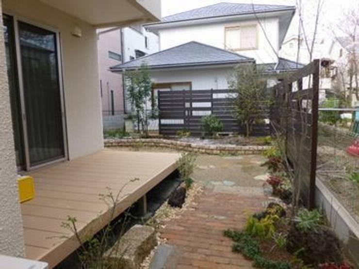 東側のサイドガーデンから…: アーテック・にしかわ/アーテック一級建築士事務所が手掛けた庭です。