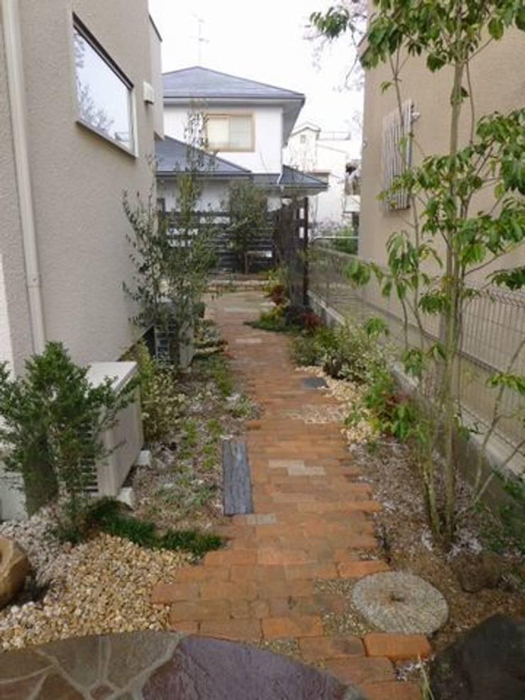 サイドガーデン(北を観る): アーテック・にしかわ/アーテック一級建築士事務所が手掛けた庭です。
