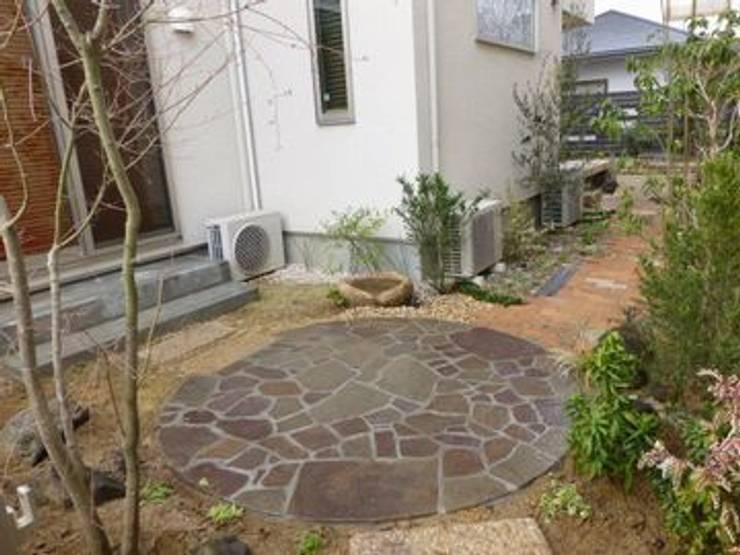 和室前(南東角): アーテック・にしかわ/アーテック一級建築士事務所が手掛けた庭です。