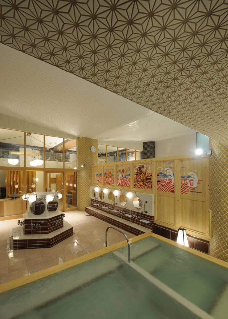 ご利益気分な銭湯/文京区/ふくの湯/今井健太郎建築設計事務所: 今井健太郎建築設計事務所が手掛けた商業空間です。