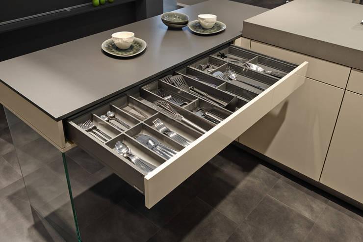 moderne Keuken door Tischlerei Tolinzki