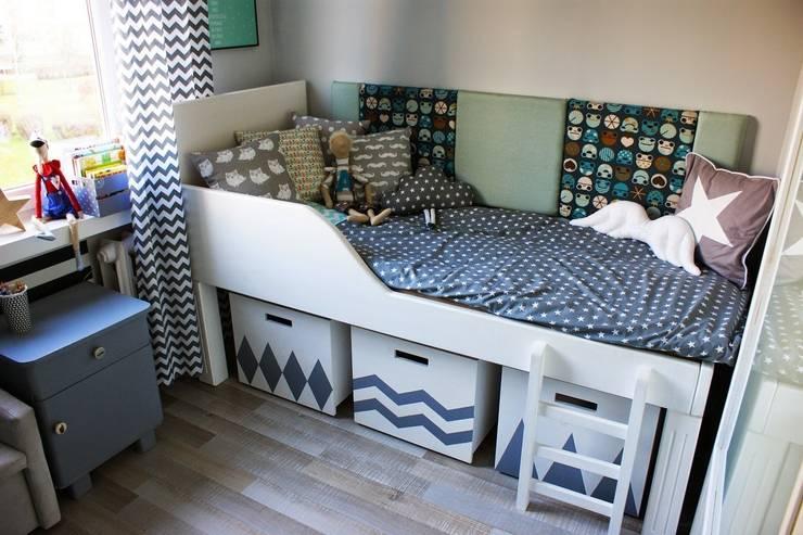 Pokój Chłopca -szarości, biel i handmade: styl , w kategorii Pokój dziecięcy zaprojektowany przez  PRACOWNIA PROJEKTOWA SHEKOKU Sabina Kulaszewicz