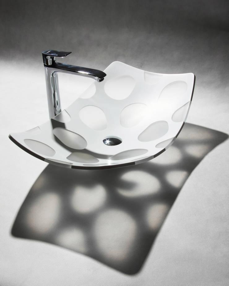 MYBATH PENTA : styl , w kategorii Łazienka zaprojektowany przez MyBath