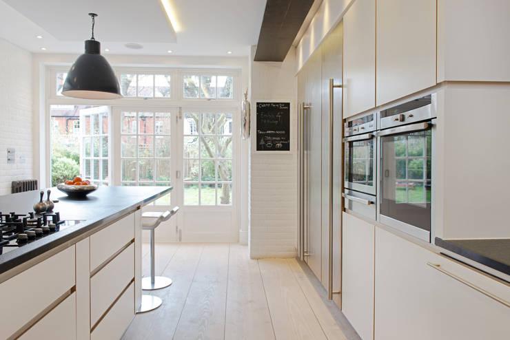 Addison Grove: modern Kitchen by Hamilton King