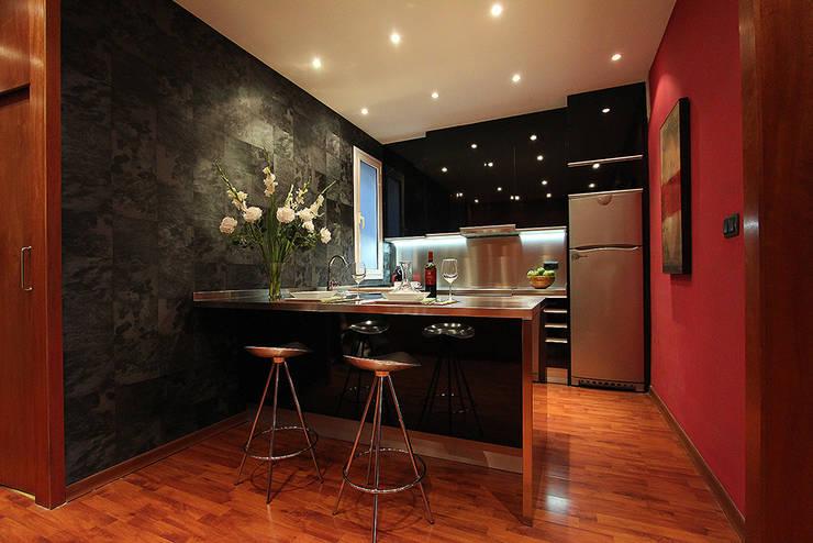 Cocina y barra: Cocina de estilo  de XTe Interiorismo