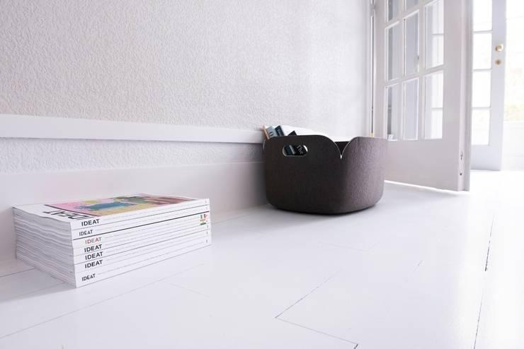 Battiscopa moderno e funzionale: Casa in stile  di Bianchi Lecco srl