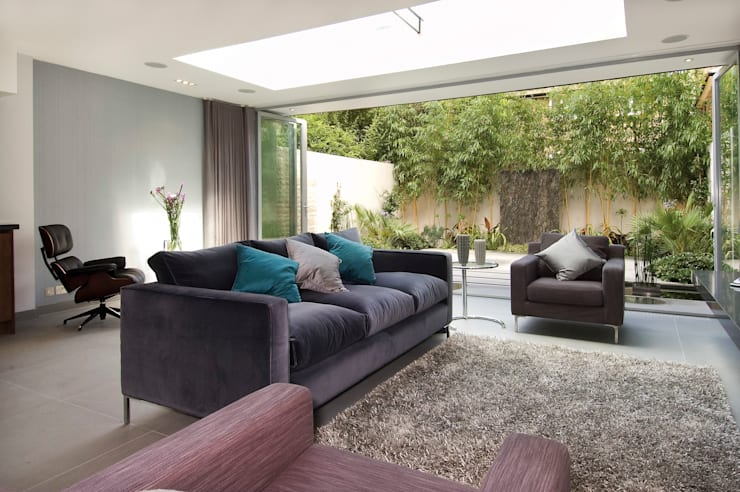 Renovation of a Mews House central London: modern Living room by Saunders Interiors Ltd