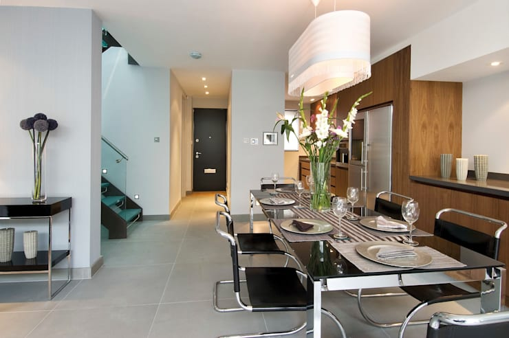 Renovation of a Mews House central London:  Kitchen by Saunders Interiors Ltd