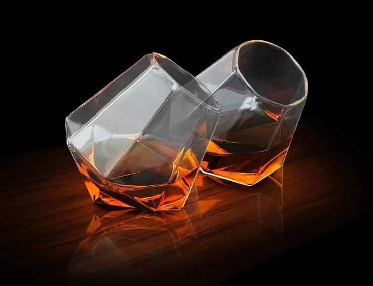 Diamond Glasses: modern Kitchen by RED5
