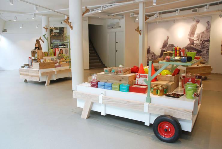 Amsterdam Forest:  Exhibitieruimten door NAPSTUDIO, Modern