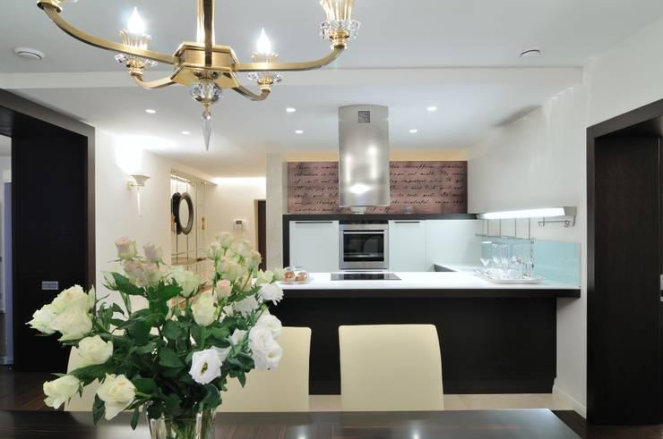 Квартира как номер-сьют в отеле.: Кухни в . Автор – Меречко Людмила