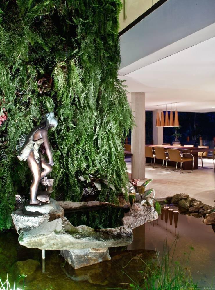 Residência Nova Lima – MG: Jardins de inverno  por CP Paisagismo,