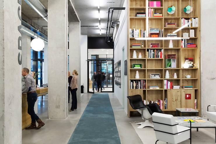 Spaces:  Kantoor- & winkelruimten door ASPACEYOUDONOTWANTTOLEAVE.COM