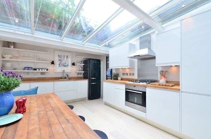 Chelsea: modern Kitchen by Clermont Carpentry