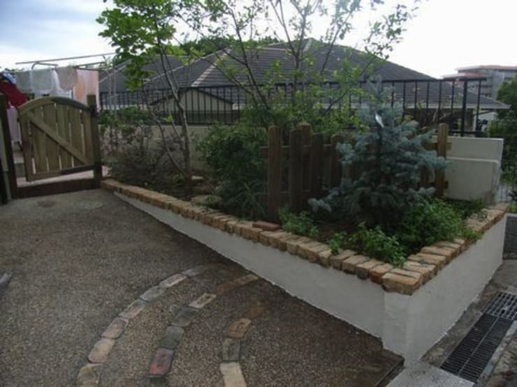 植栽スペース: アーテック・にしかわ/アーテック一級建築士事務所が手掛けた庭です。,カントリー