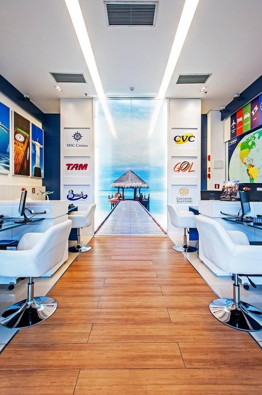 Interlaken agência de turismo: Lojas e imóveis comerciais  por Roesler e Kredens Arquitetura