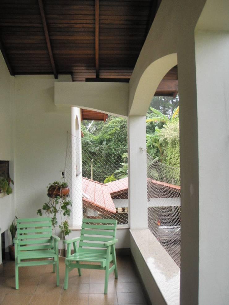 Antes e Depois: Integrando Varanda à Sala:   por INOVA Arquitetura
