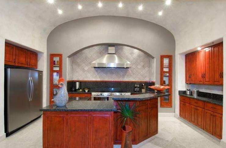 Villas Mandarinas: Cocina de estilo  por CASA MÉXICO