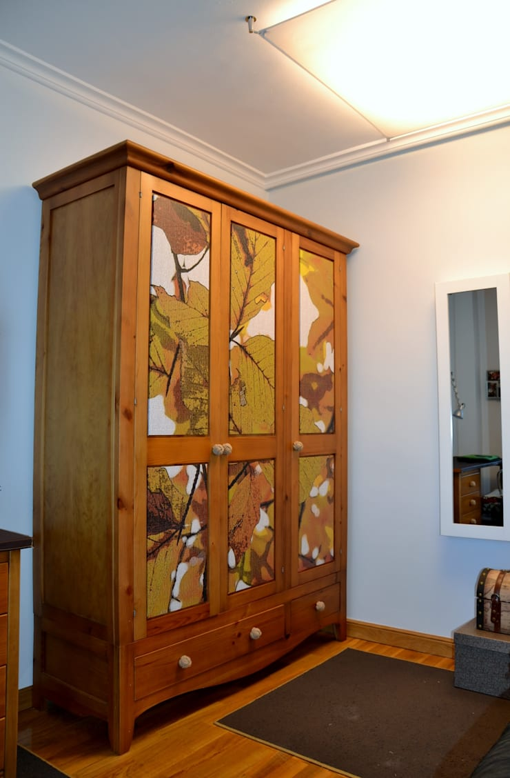 UN PEQUEÑO VESTIDOR: Dormitorios de estilo  de  MIKELY Decoradores de Interiorismo