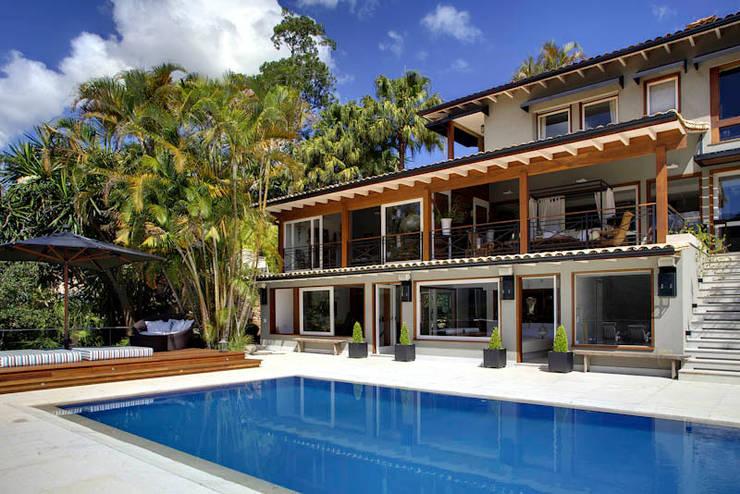 country Houses by Raquel Junqueira Arquitetura