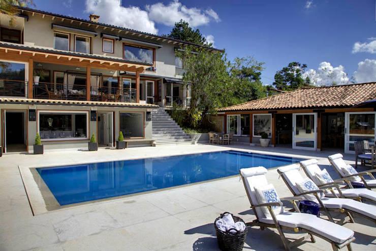 casa CR: Casas  por Raquel Junqueira Arquitetura