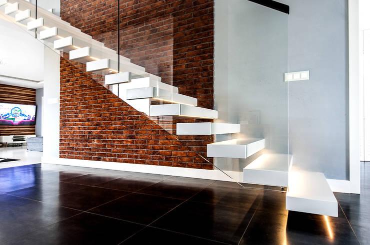 SCHODY  Wspornikowe WS-20: styl , w kategorii Korytarz, hol i schody zaprojektowany przez KAISER Schody Sp. z o.o.