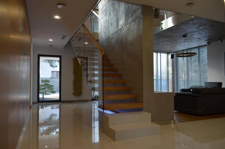 Schody Wspornikowe WS-05: styl , w kategorii Korytarz, hol i schody zaprojektowany przez KAISER Schody Sp. z o.o.