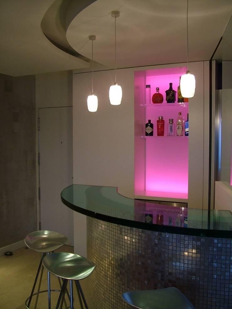 APARTAMENTO EN SITGES (BARCELONA): Salones de estilo  de RIART I ASSOCIATS