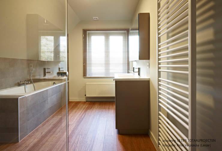 Bamboe: moderne Badkamer door Punto Verde Bamboe toepassingen