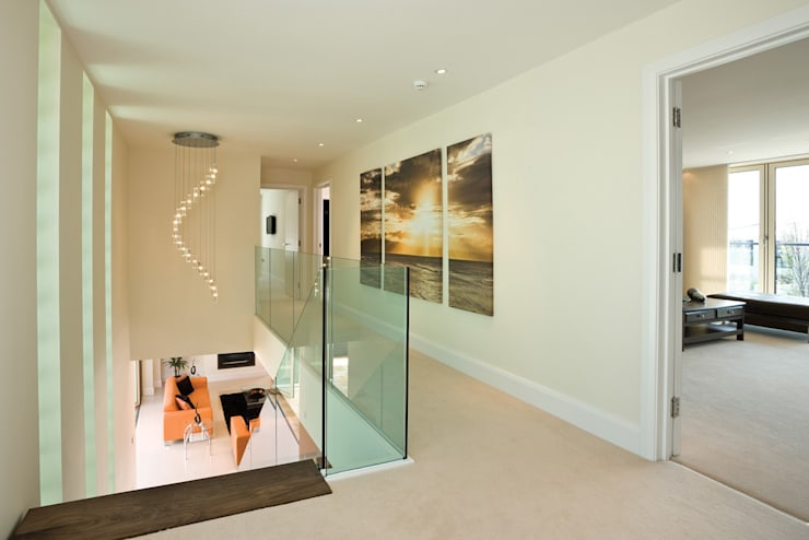 22 Chaddesley Glen:  Corridor & hallway by David James Architects & Partners Ltd