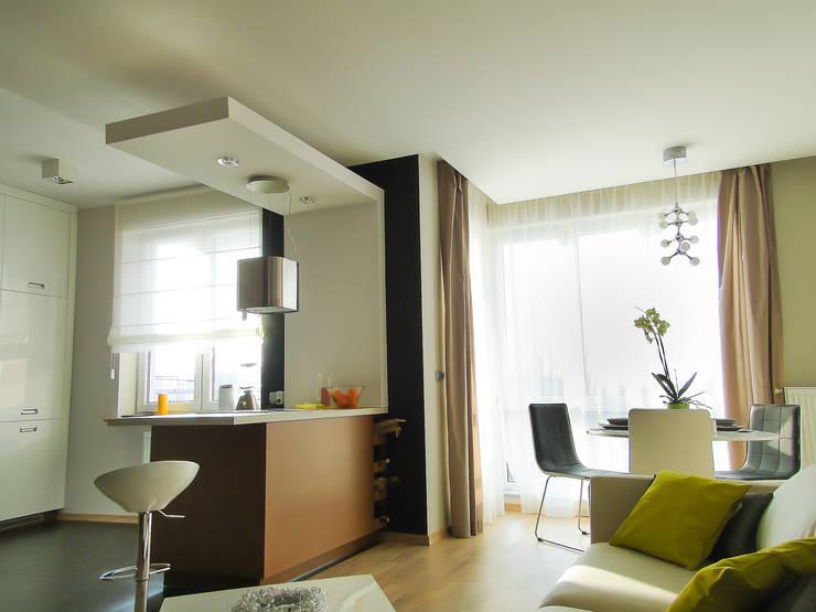salon z aneksem kuchnnym: styl , w kategorii Salon zaprojektowany przez Inspiration Studio
