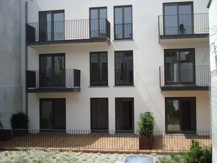 Vloeren:  Muren door Punto Verde Bamboe toepassingen, Modern