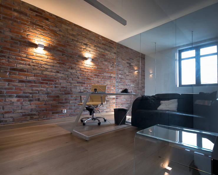 pokój ze szklanymi ścianami: styl , w kategorii Przestrzenie biurowe i magazynowe zaprojektowany przez Inspiration Studio