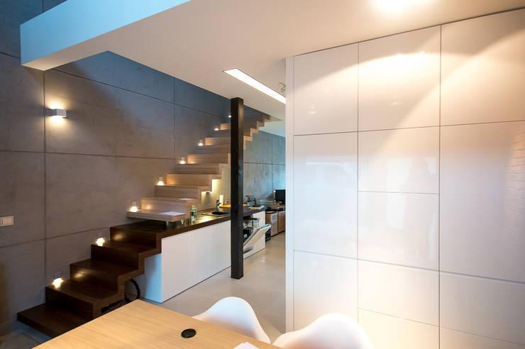 biuro w stylu loftowym: styl , w kategorii Przestrzenie biurowe i magazynowe zaprojektowany przez Inspiration Studio
