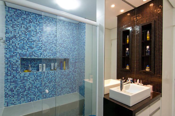 Apartamento Bom Retiro – 100m²: Banheiros minimalistas por Raphael Civille Arquitetura